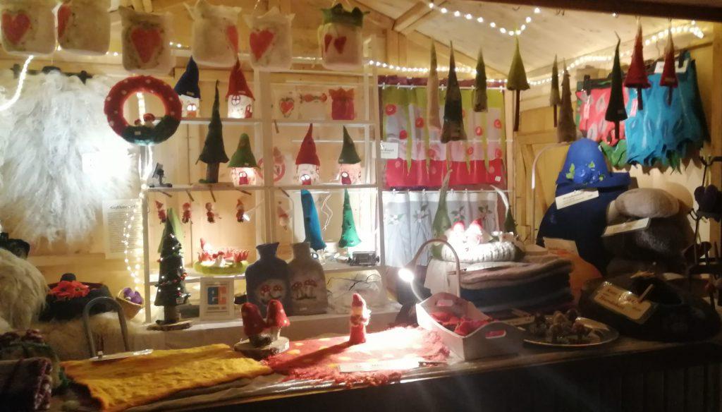 Filzstand elli.s.filz auf dem Weihnachtsmarkt in Dreieichenhain auf der Burg Hayn